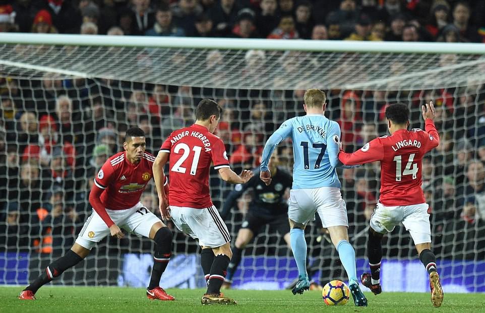 Man City hơn Man Utd tới 11 điểm, đi vào lịch sử Ngoại hạng Anh - Ảnh 4.