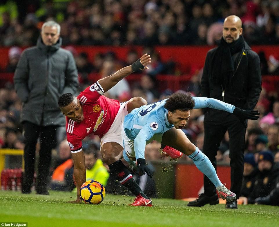 Man City hơn Man Utd tới 11 điểm, đi vào lịch sử Ngoại hạng Anh - Ảnh 3.