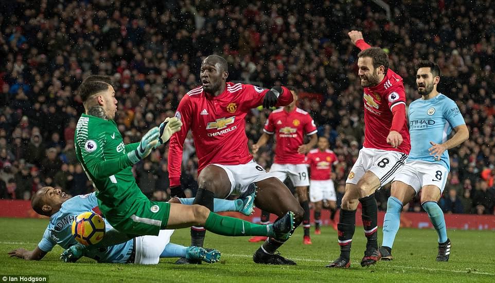 Man City hơn Man Utd tới 11 điểm, đi vào lịch sử Ngoại hạng Anh - Ảnh 10.