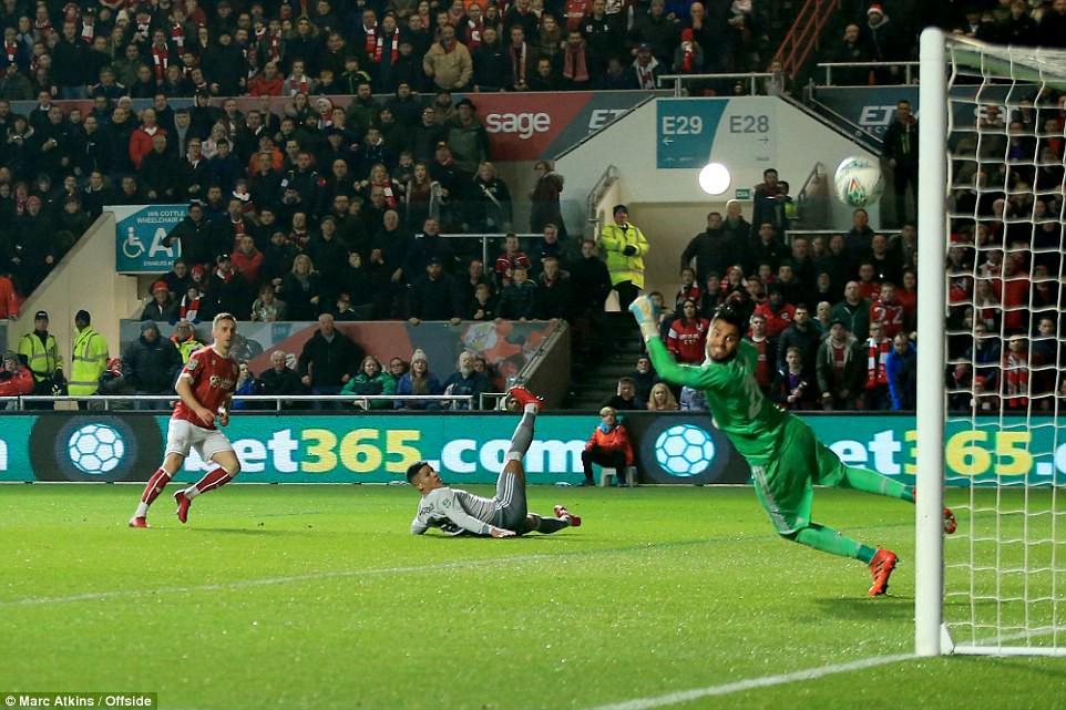 Thua đau phút bù giờ, Man Utd bị đá văng khỏi Cúp Liên đoàn - Ảnh 7.