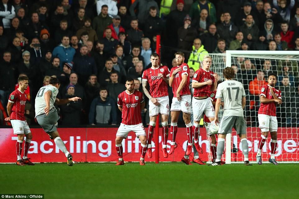 Thua đau phút bù giờ, Man Utd bị đá văng khỏi Cúp Liên đoàn - Ảnh 9.