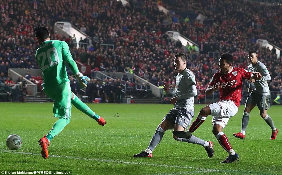 Thua đau phút bù giờ, Man Utd bị đá văng khỏi Cúp Liên đoàn - Ảnh 13.
