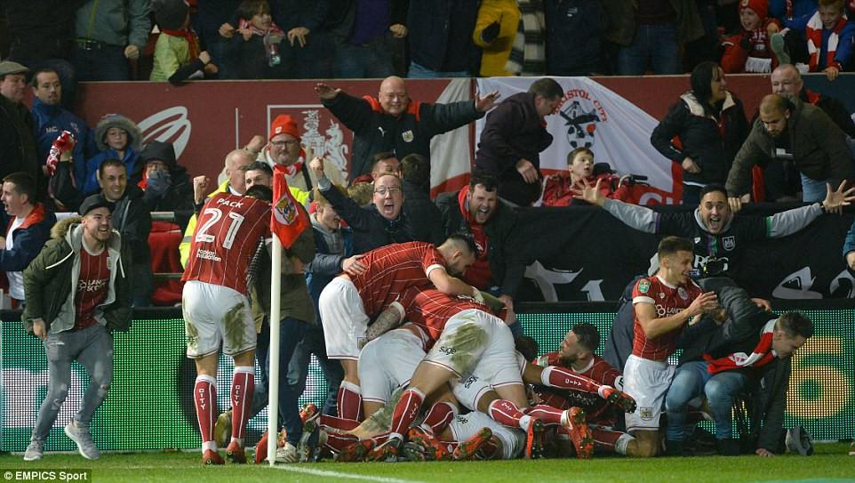 Thua đau phút bù giờ, Man Utd bị đá văng khỏi Cúp Liên đoàn - Ảnh 14.