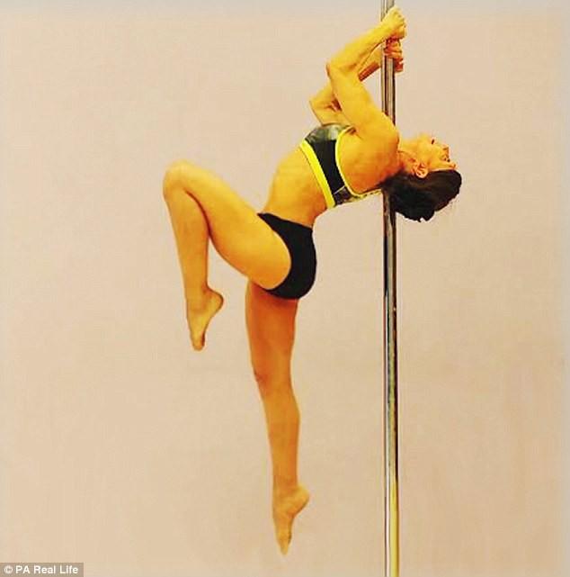 Cụ bà U70 múa cột vô địch thế giới khiến giới trẻ phải chạy dài - Ảnh 2.