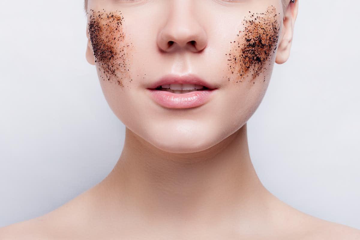4 kiểu chăm sóc da sai lầm chỉ khiến da ngày càng già đi rõ rệt - Ảnh 6.