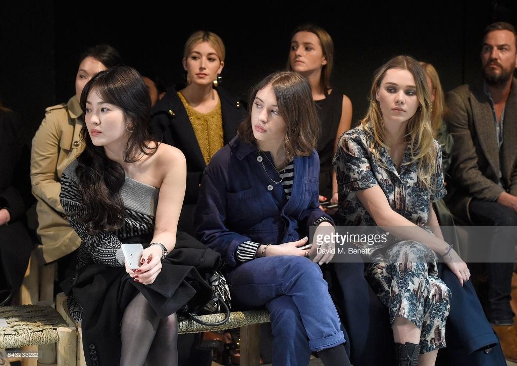 Dự Show Burberry Song Hye Kyo Xinh đẹp Nhưng Lại Mất điểm