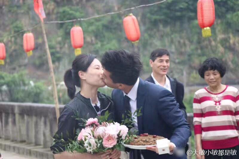 Nữ hoàng nhảy cầu Trung Quốc bật khóc khi bạn trai kém tuổi cầu hôn - Ảnh 2.