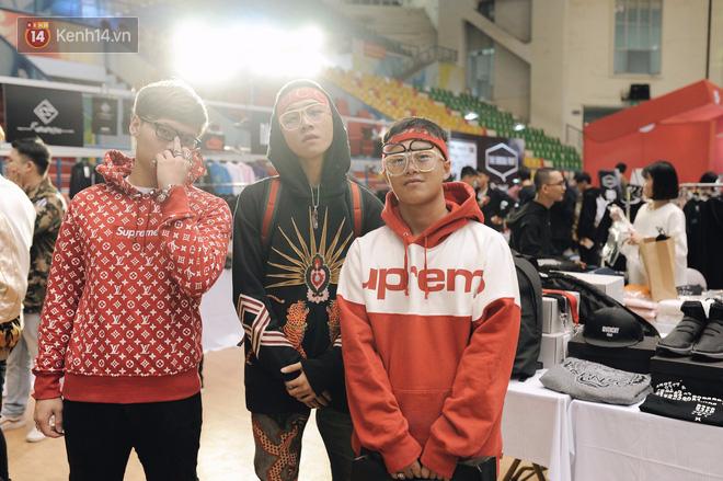 Giới trẻ Việt thi nhau mặc hoodie trăm triệu của Louis Vuitton x Supreme và đồ streetwear đắt đỏ tới Sole Ex 2017 - Ảnh 2.