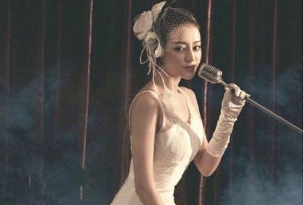 Angela Baby - Địch Lệ Nhiệt Ba cùng mặc váy cưới: Ai đẹp xuất sắc hơn ai? - Ảnh 9.
