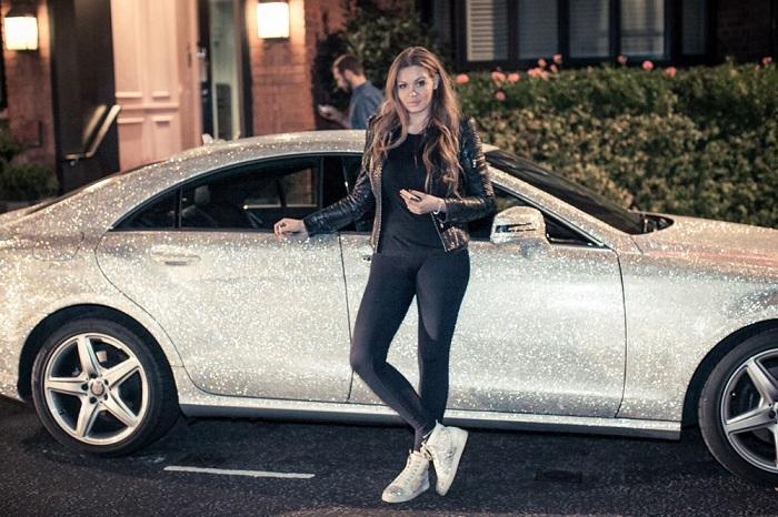 Thèm nhỏ dãi trước siêu xe Mercedes đính 1 triệu viên pha lê lấp lánh của nữ sinh Nga - Ảnh 3.