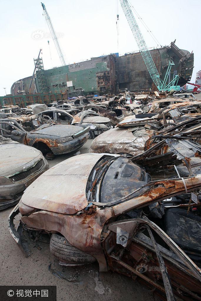 Hình ảnh hơn 100 ô tô biến thành đống sắt gỉ sau 3 năm nằm dưới đáy biển cùng phà Sewol khiến nhiều người rùng mình - Ảnh 1.