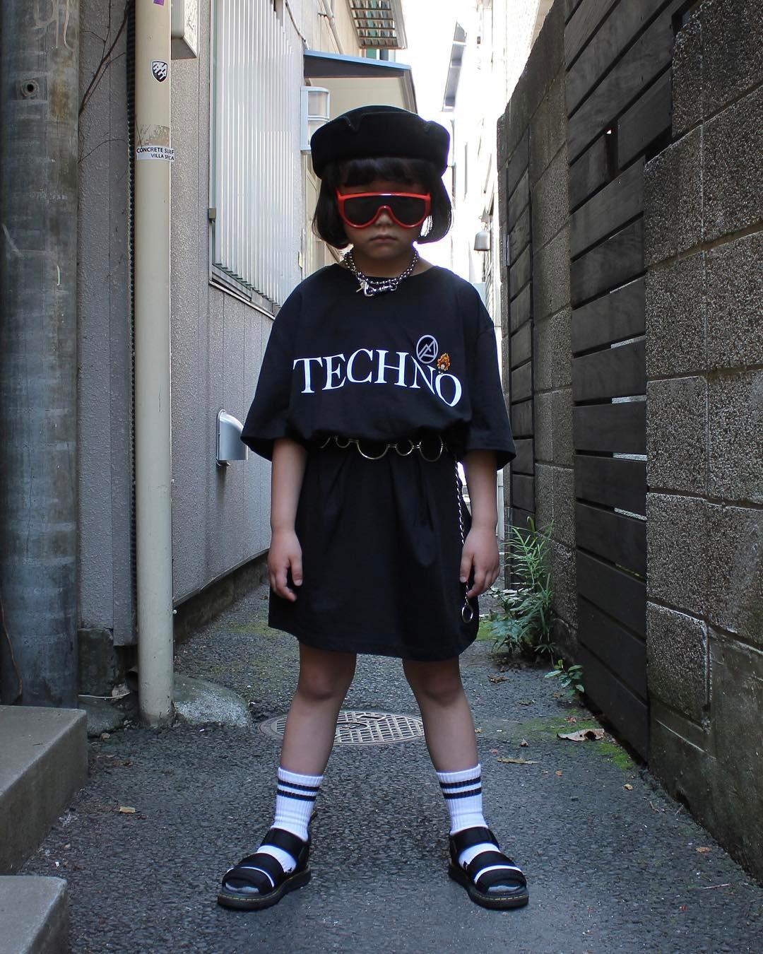 Mix đồ đẹp hơn người lớn, luôn đeo kính cực ngầu, cô bé này chính là fashion icon nhí chất nhất Nhật Bản - Ảnh 9.