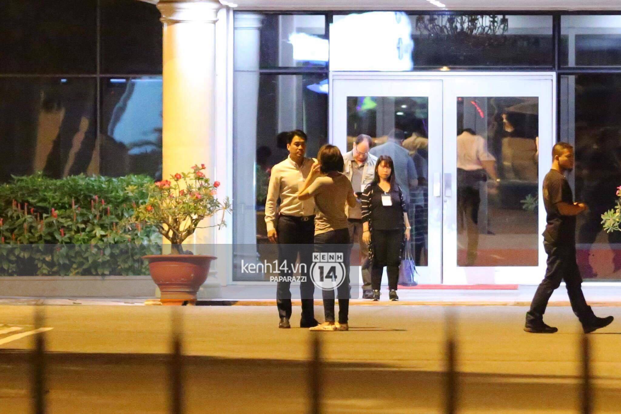 Độc quyền: Đến Việt Nam lúc 2h sáng, Ariana Grande vẫn lọt tầm ngắm paparazzi! - Ảnh 11.
