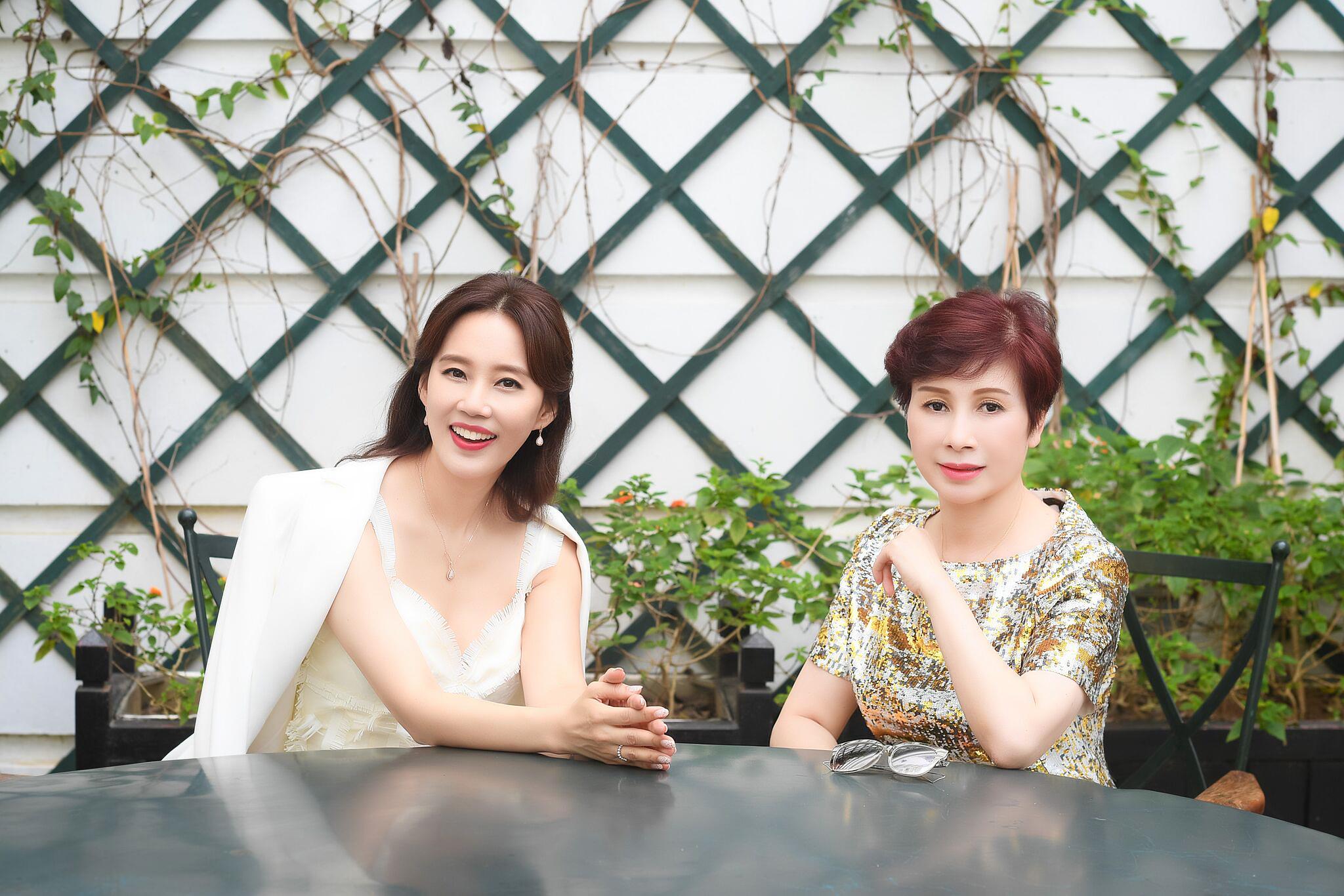 """Ở tuổi 47, ngôi sao phim """"Gia đình là số 1"""" vẫn trẻ trung và nổi bật dự sự kiện tại Việt Nam - Ảnh 6."""