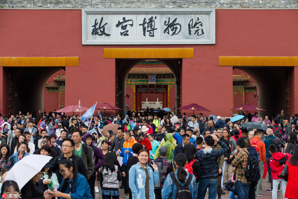 Nghỉ lễ theo phong cách biển người ở Trung Quốc: Ngày đầu kẹt xe, ngày giữa chen chúc, ngày cuối tắc đường - Ảnh 6.
