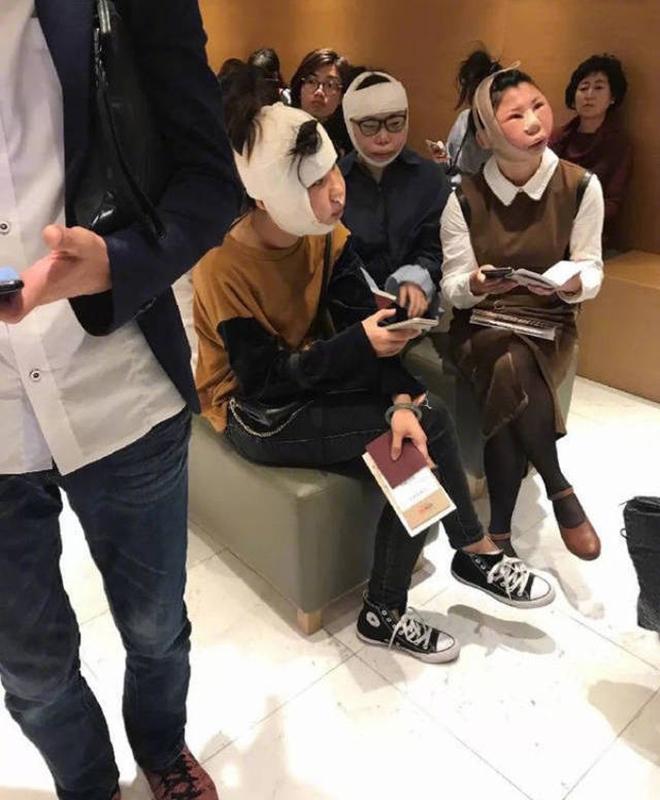 Sự thật về bức ảnh 3 cô gái sang Hàn đập mặt xây lại bị chặn ở sân bay vì dung nhan khác xa ảnh hộ chiếu - Ảnh 1.