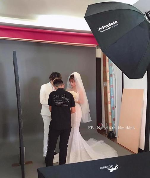 Sao Việt:  Khởi My e ấp, Kelvin Khánh để tóc dài lãng tử trong hậu trường chụp ảnh cưới