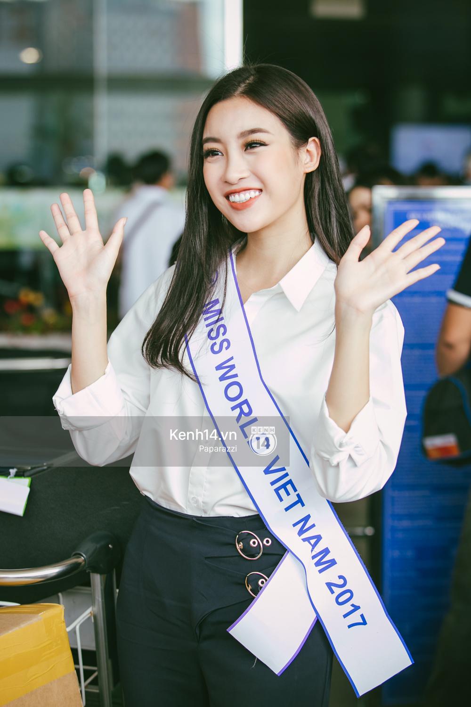 Hoa hậu Mỹ Linh diện trang phục đơn giản, tươi tắn bên mẹ và người hâm mộ tại sân bay Tân Sơn Nhất - Ảnh 5.