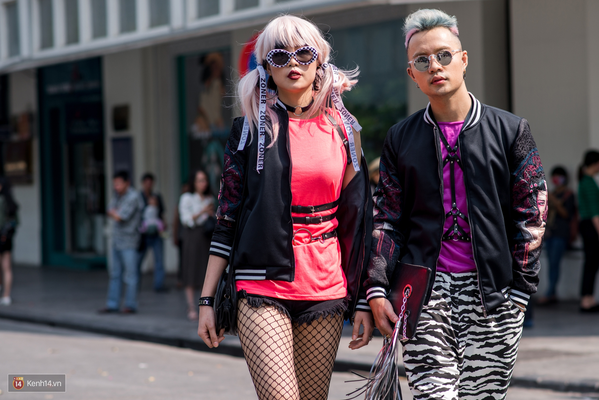 Street style ngày đầu VIFW: Giới trẻ Hà Nội ăn vận lồng lộn hơn hẳn năm trước, các nhóc tì mặc chất gây bão phố đi bộ - Ảnh 12.