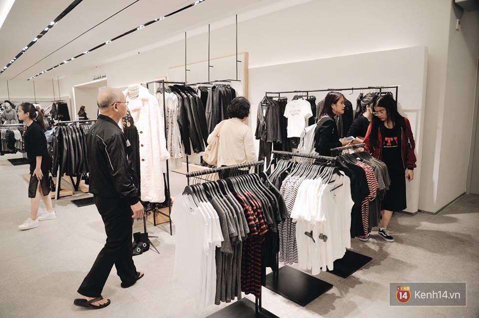 Zara Hà Nội khai trương: Tới trưa khách đông nghịt, ai cũng nô nức mua sắm như đi trẩy hội - Ảnh 21.