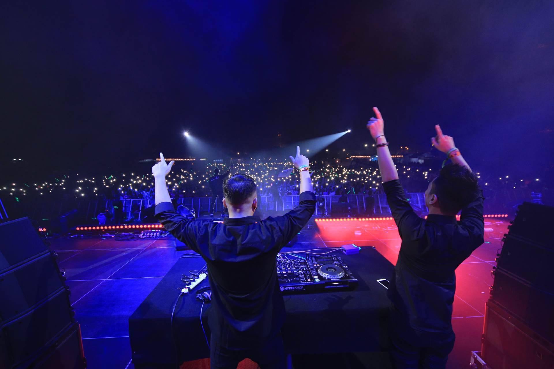"""Hoàng Touliver, SlimV cùng các nghệ sĩ quốc tế làm bùng nổ đêm nhạc đầu tiên của """"Monsoon Music Festival 2017 by Tuborg"""" - Ảnh 23."""