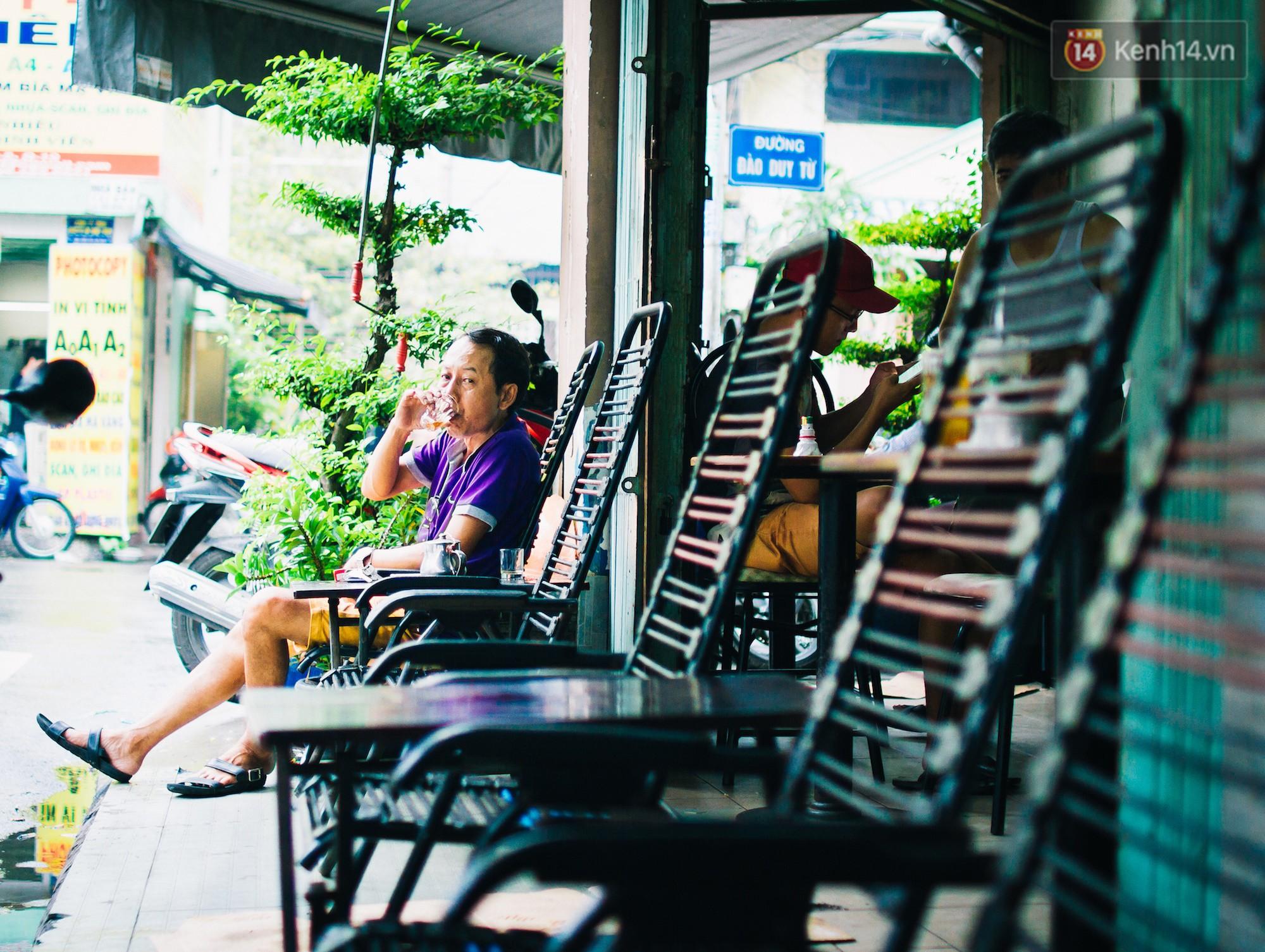 Chùm ảnh: Người Sài Gòn và thói quen uống cafe cóc từ lúc mặt trời chưa ló dạng cho đến chiều tà - Ảnh 4.