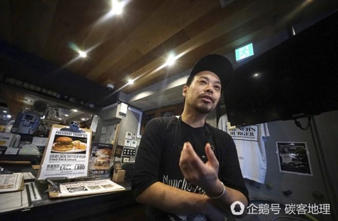 Tương tự hiện tượng bún chả Obama ở Việt Nam, người Nhật đang nô nức xếp hàng đi ăn burger Tổng thống Trump - Ảnh 5.