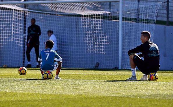 Con trai Ronaldo gây sốt khi ghi 6 bàn một trận - Ảnh 4.