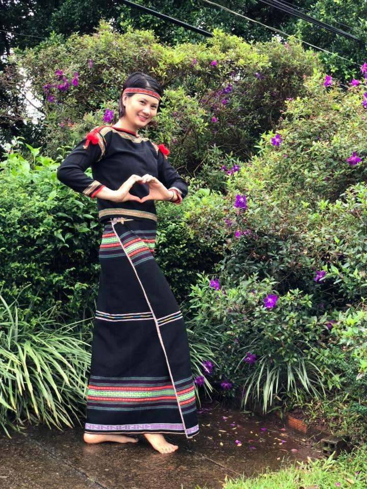Hoa khôi bóng chuyền Kim Huệ hóa sơn nữ xinh đẹp giữa núi rừng Tây Nguyên - Ảnh 6.