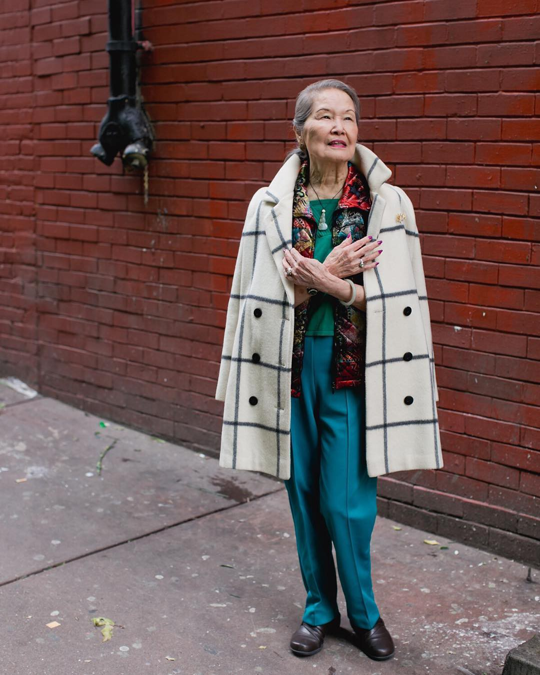 Không đăng hình giới trẻ, tài khoản Instagram này lại tôn vinh street style đi chợ của các cụ già và được hưởng ứng vô cùng - Ảnh 8.