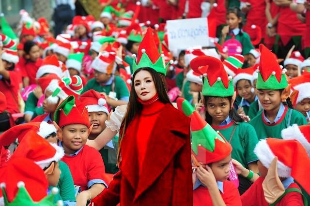 Giáng sinh chưa đến mà Hồ Quỳnh Hương đã cosplay bà già Noel ngay rồi? - Ảnh 5.