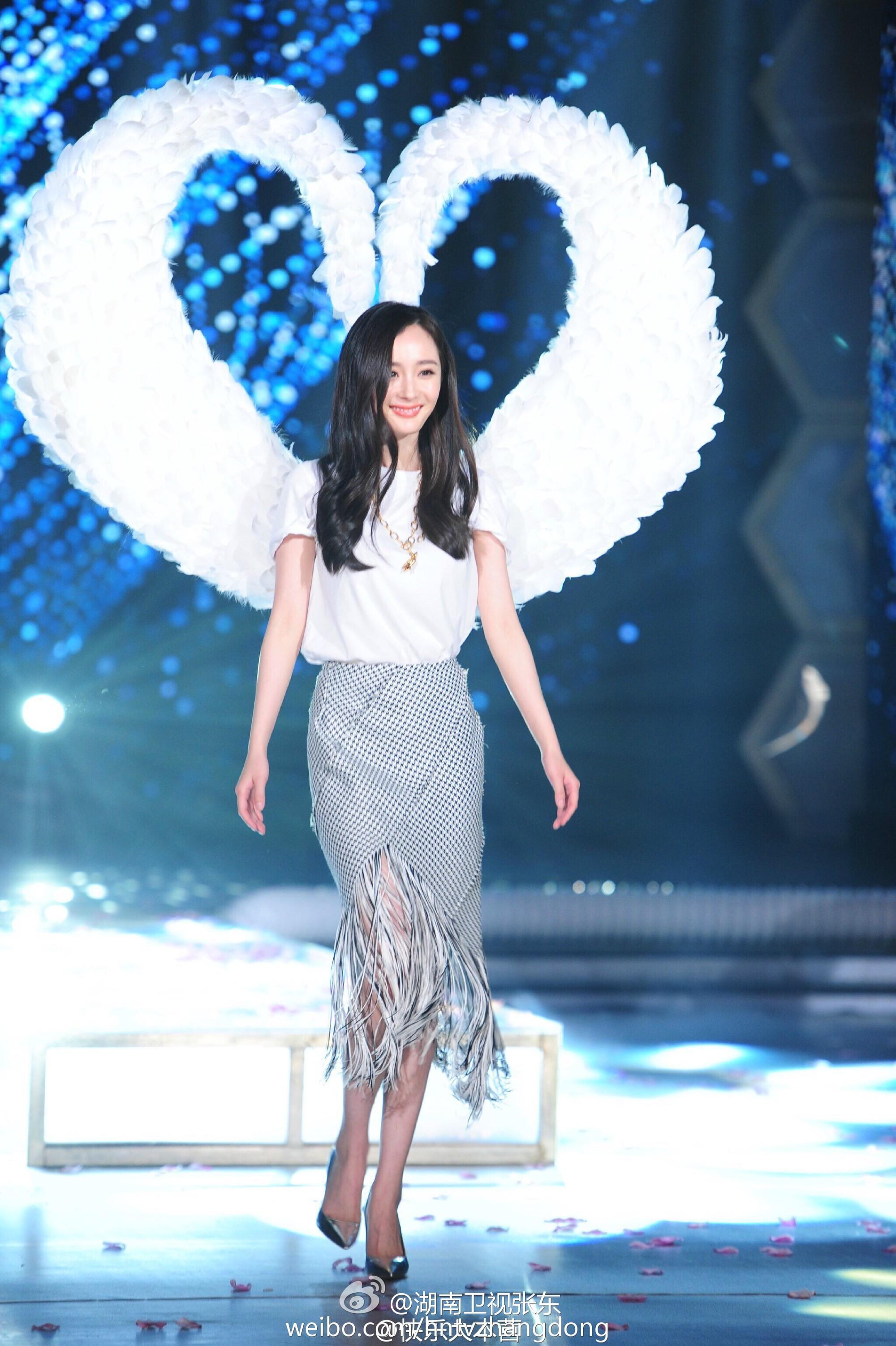 Hóa ra Dương Mịch, Angela Baby... đều đã từng đeo cánh ăn theo các thiên thần Victorias Secret và trổ tài catwalk - Ảnh 3.