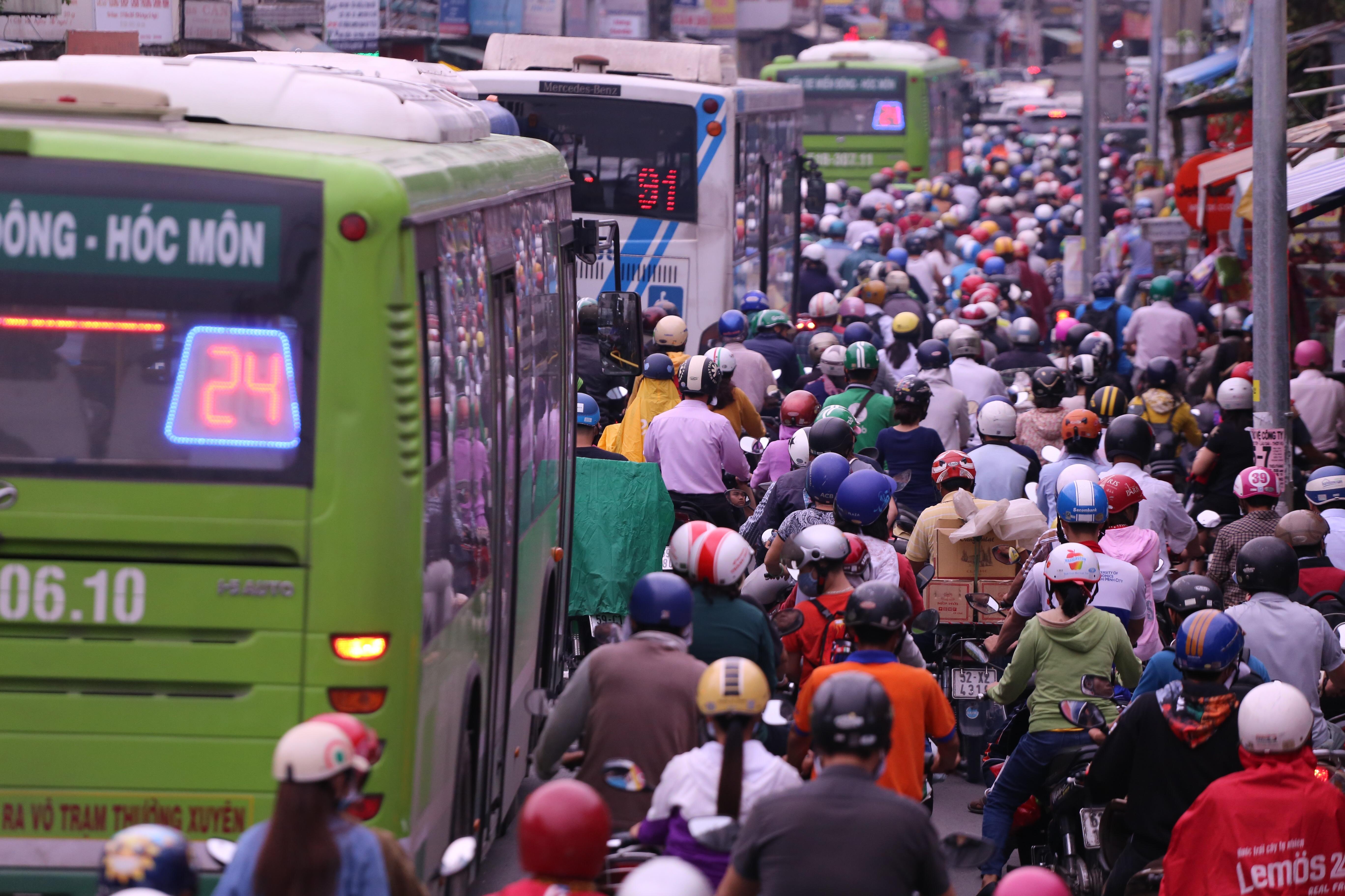 Bến xe chật kín người về quê nghỉ lễ mùng 2/9 - Ảnh 38.