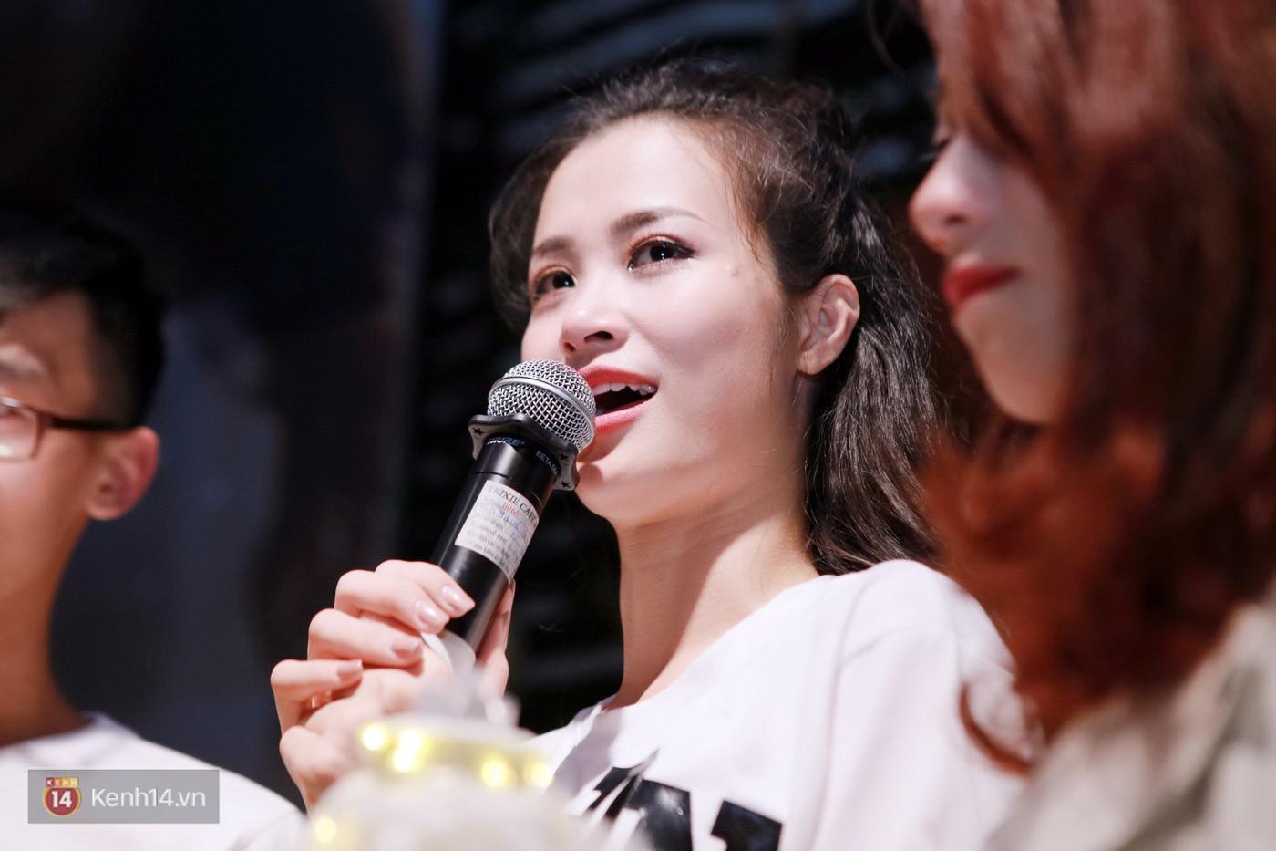 Đông Nhi nghẹn ngào rơi nước mắt trước tình cảm của fan Hà thành trong buổi fan-meeting - Ảnh 15.
