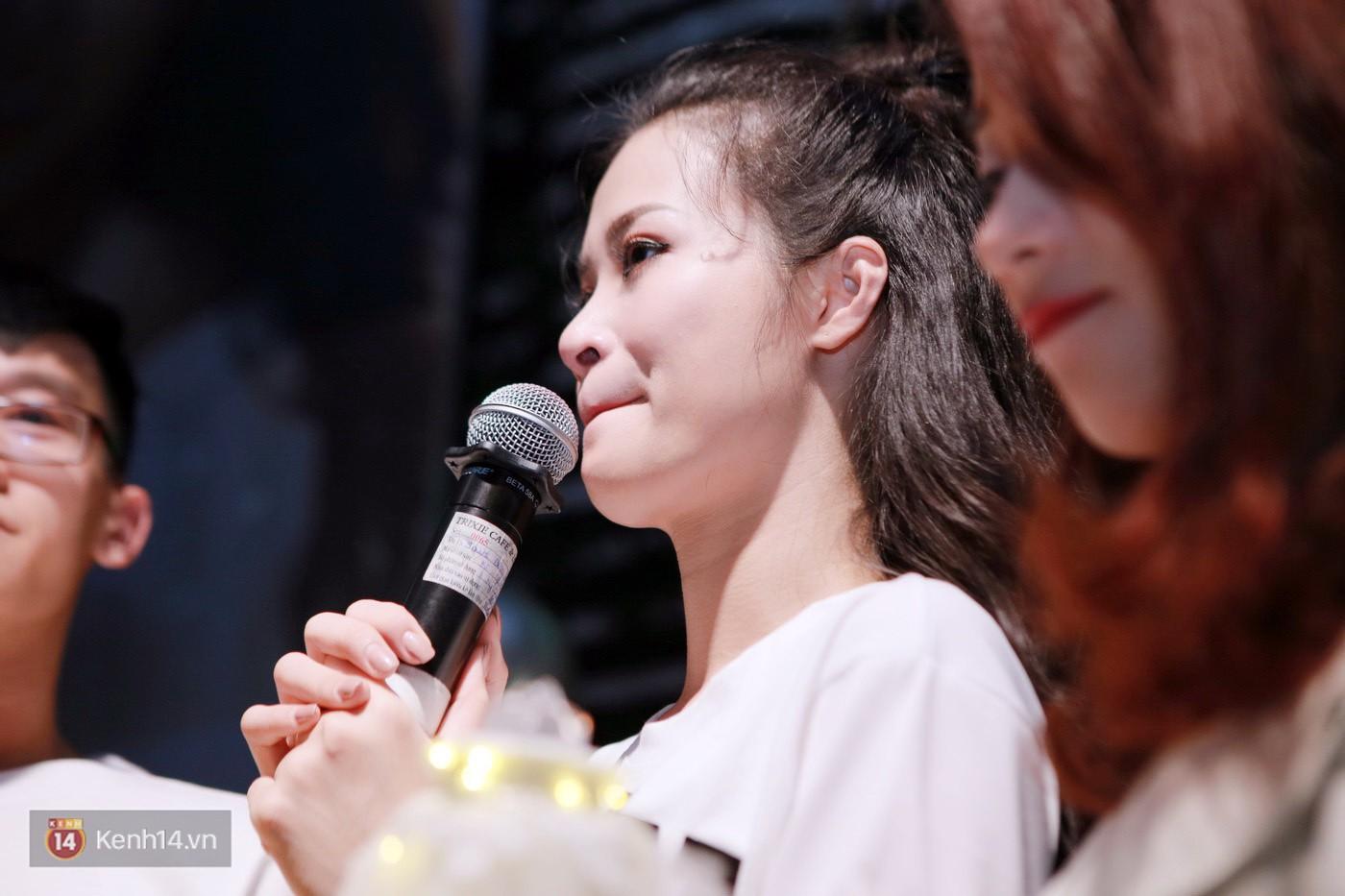 Đông Nhi nghẹn ngào rơi nước mắt trước tình cảm của fan Hà thành trong buổi fan-meeting - Ảnh 16.