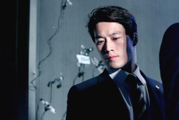 Hóa ra chàng vệ sĩ điển trai của Tổng thống Hàn chính là Hậu duệ Mặt Trời phiên bản đời thực! - Ảnh 1.
