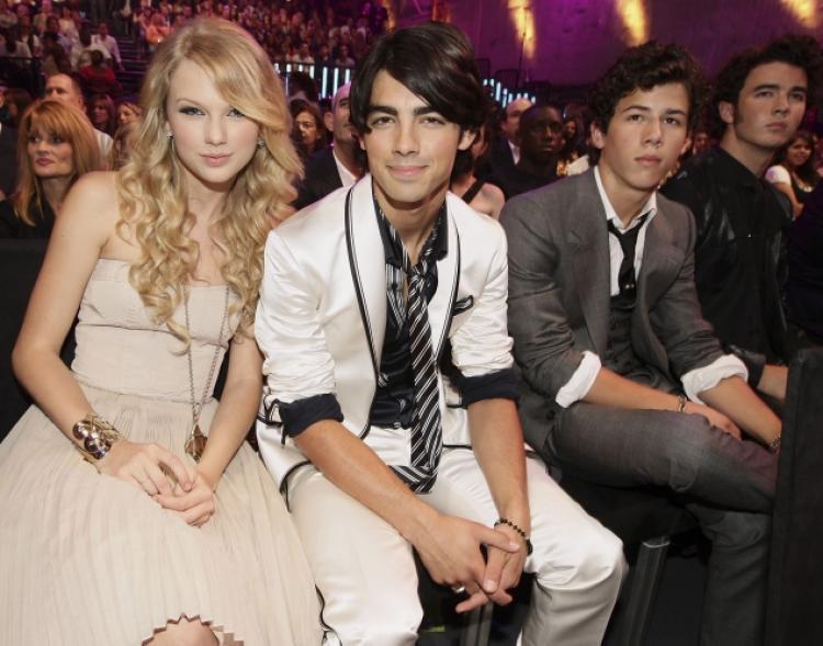 Selena Gomez kết bạn với Taylor Swift hóa ra là nhờ suýt trở thành chị em dâu của nhau! - Ảnh 3.