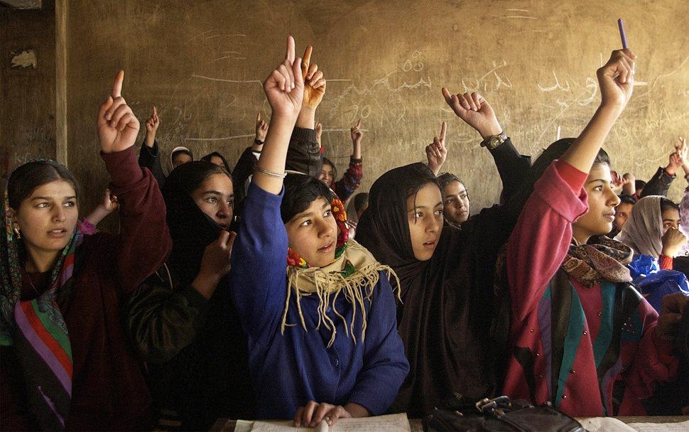 Quốc tế con gái 11/10: Hành trình đến trường gian nan của những bé gái trên toàn thế giới - Ảnh 12.