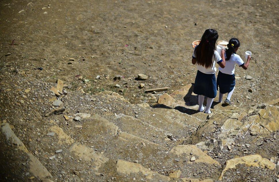Quốc tế con gái 11/10: Hành trình đến trường gian nan của những bé gái trên toàn thế giới - Ảnh 13.