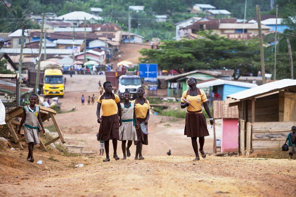 Quốc tế con gái 11/10: Hành trình đến trường gian nan của những bé gái trên toàn thế giới - Ảnh 23.