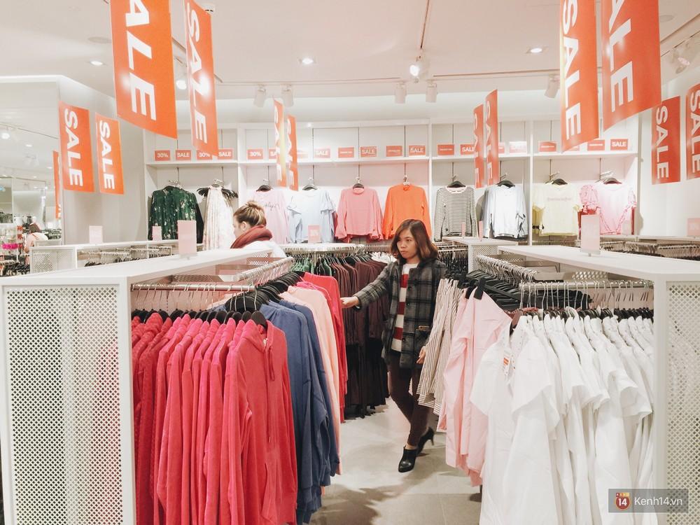 Thông báo sale tới 50%, H&M khiến tín đồ thời trang Hà Nội hụt hẫng vì sale quá ít đồ và không sale đồ Đông - Ảnh 4.