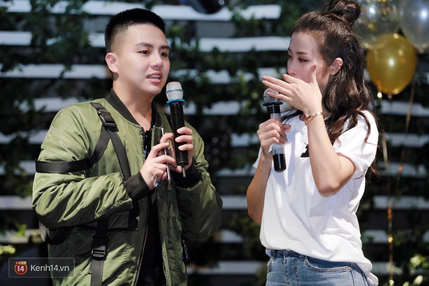 Đông Nhi nghẹn ngào rơi nước mắt trước tình cảm của fan Hà thành trong buổi fan-meeting - Ảnh 17.