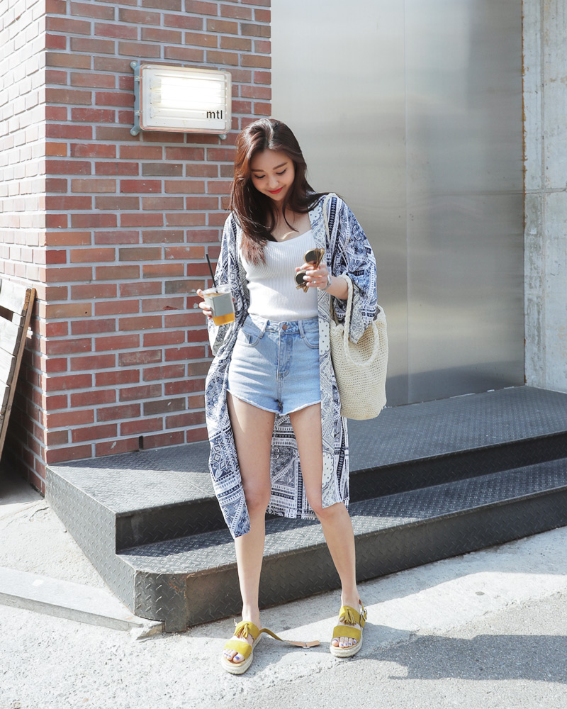 Mùa hè nhất định phải mặc jean shorts rồi, mix thế nào cũng đẹp ngất ngây thế này kia mà! - Ảnh 28.