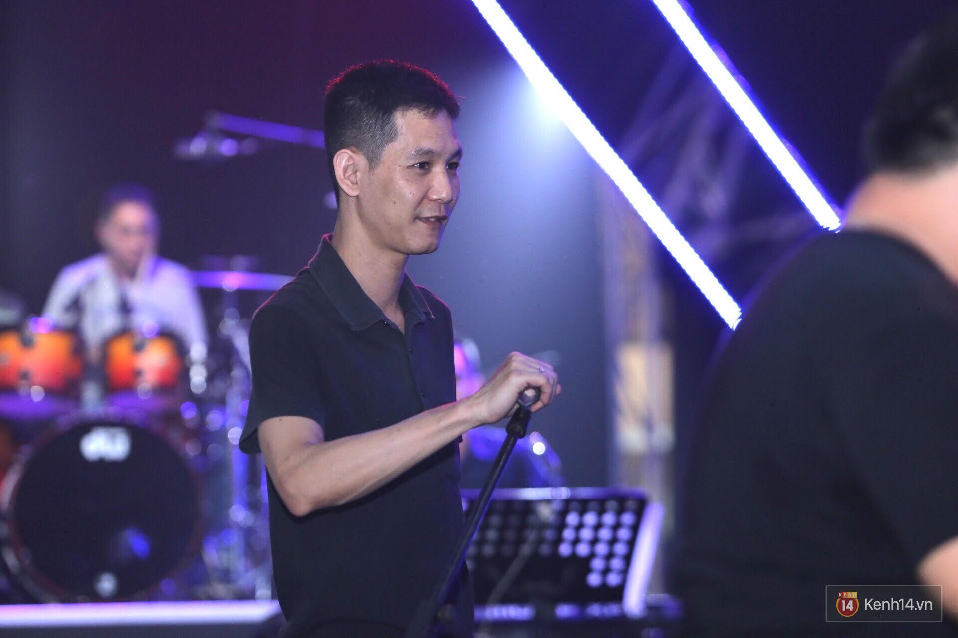 Diva Hồng Nhung gây xúc động, trình diễn như lên đồng tại buổi tổng duyệt Gala WeChoice Awards 2016 - Ảnh 11.