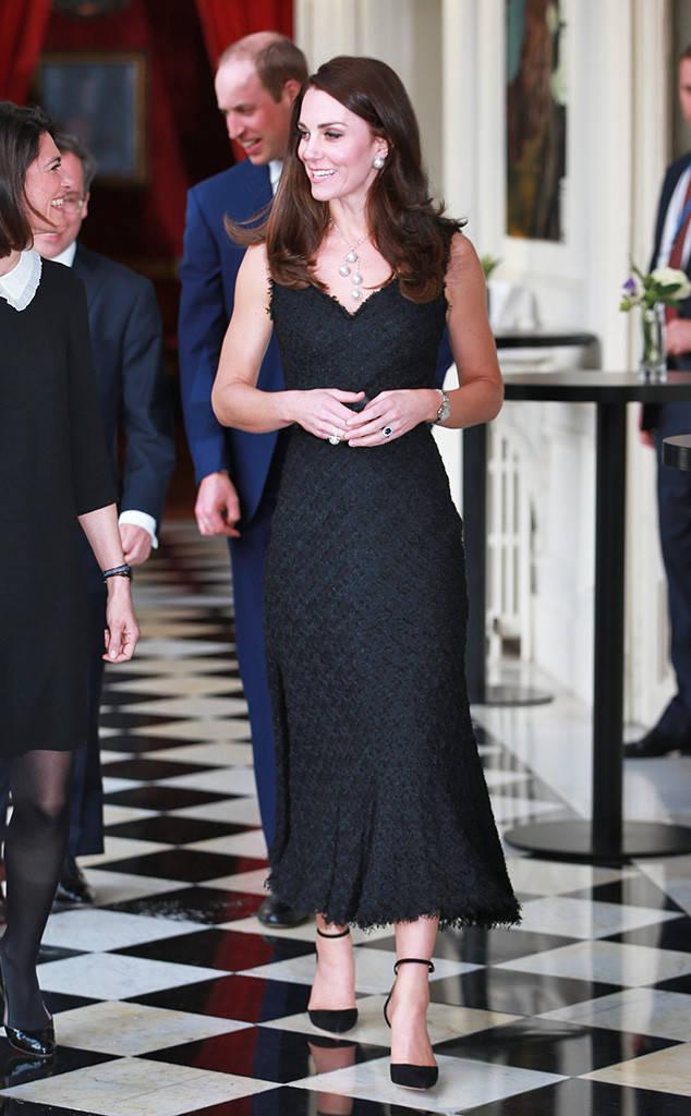 Thường xuyên diện đồ xa xỉ nhưng đây là lần đầu tiên Công nương Kate diện cả cây đồ Chanel hơn 300 triệu đồng - Ảnh 5.