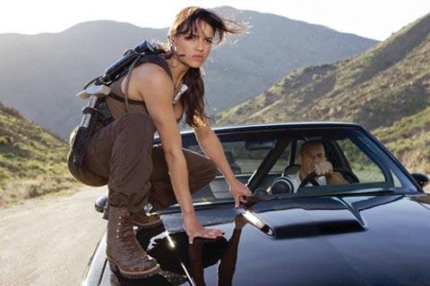 Nhìn lại sự tiến hóa của Hollywood qua từng phần phim Fast & Furious - Ảnh 7.