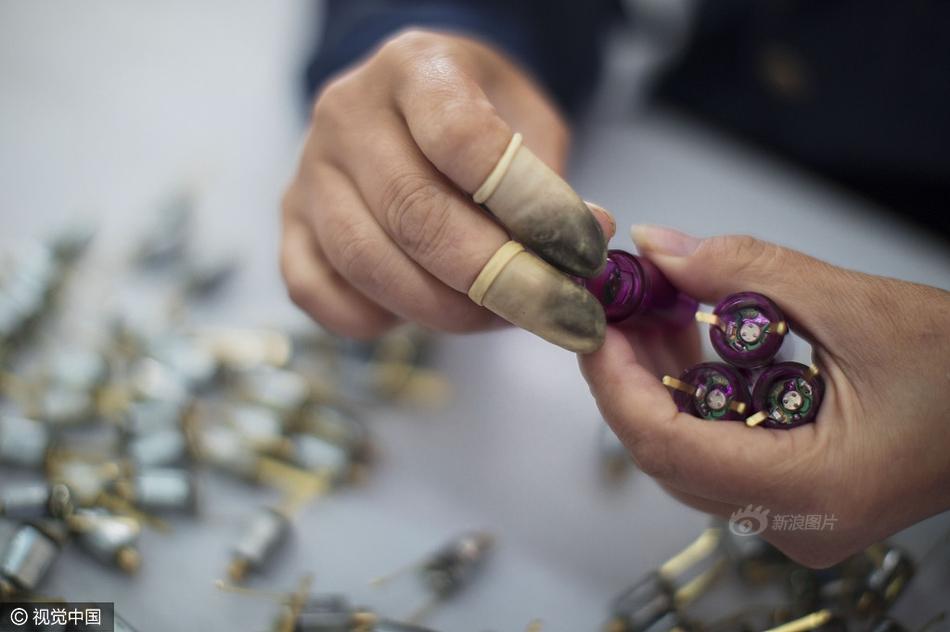 Cuộc sống của nữ công nhân vừa tròn 18 tuổi trong công xưởng sản xuất đồ chơi tình dục ở Trung Quốc - Ảnh 7.