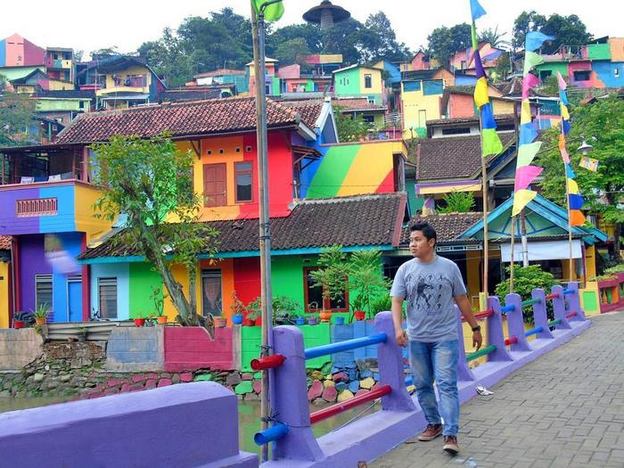 Khu ổ chuột ở Indonesia bỗng lột xác chỉ sau thời gian ngắn, du khách tấp nập ghé thăm - Ảnh 11.