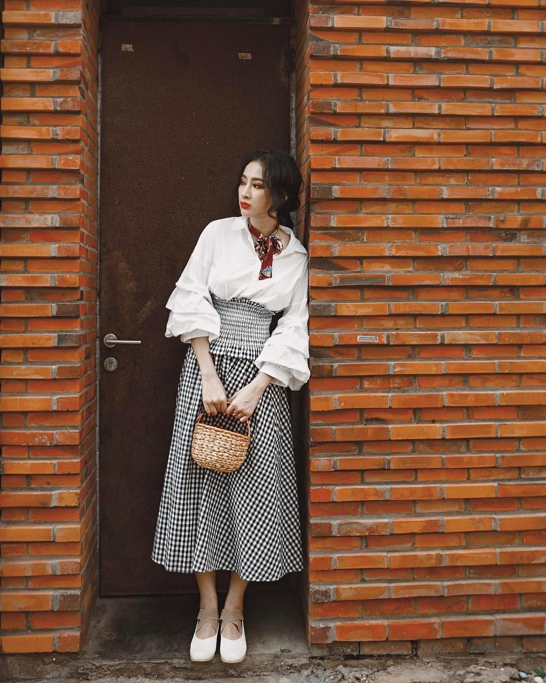 Bộ váy này đang được con gái Việt diện suốt trên Instagram, chứng tỏ gingham là hot trend phá đảo Hè 2017 - Ảnh 6.