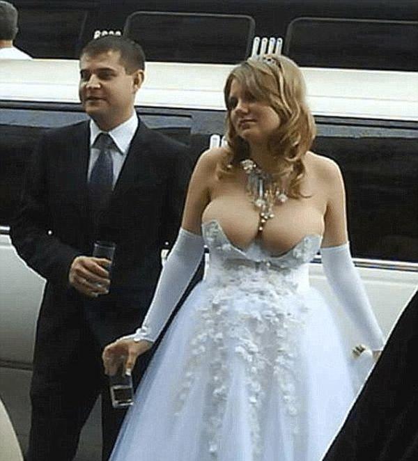 17 cô dâu hóa tuồng chèo khi khoác lên mình những thảm họa váy cưới - Ảnh 9.